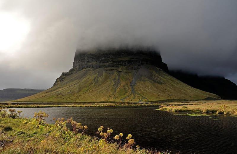 #35. 天気を最大限に利用すると、この神秘的な島で印象的な写真を取ることができます