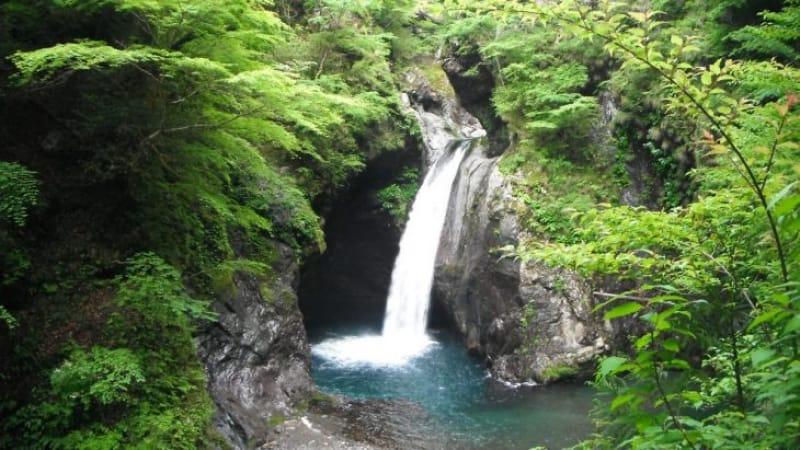 94160:山奥に秘められた滝です