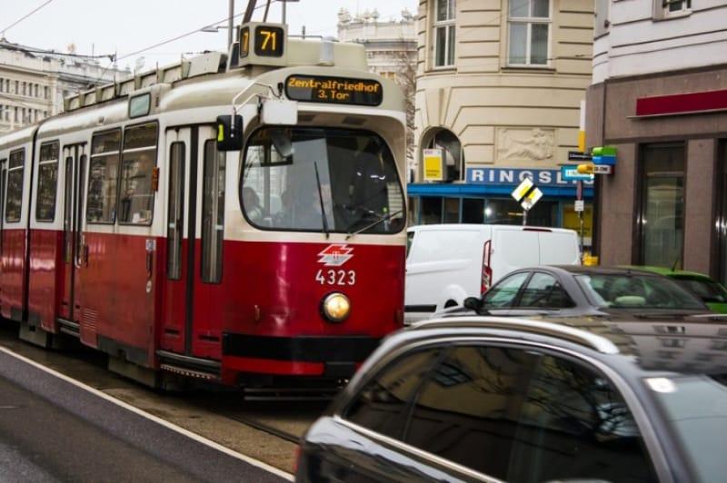 ウィーン市内を走る路面電車