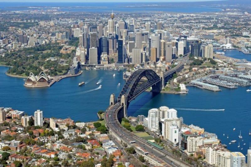 シドニー市内とハーバーブリッジ