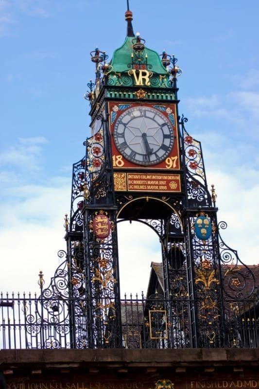 町の中で一番のフォトジェニックなスポット イーストゲートの時計台