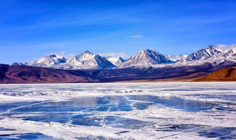 青い水という意味の『フブスグル湖』