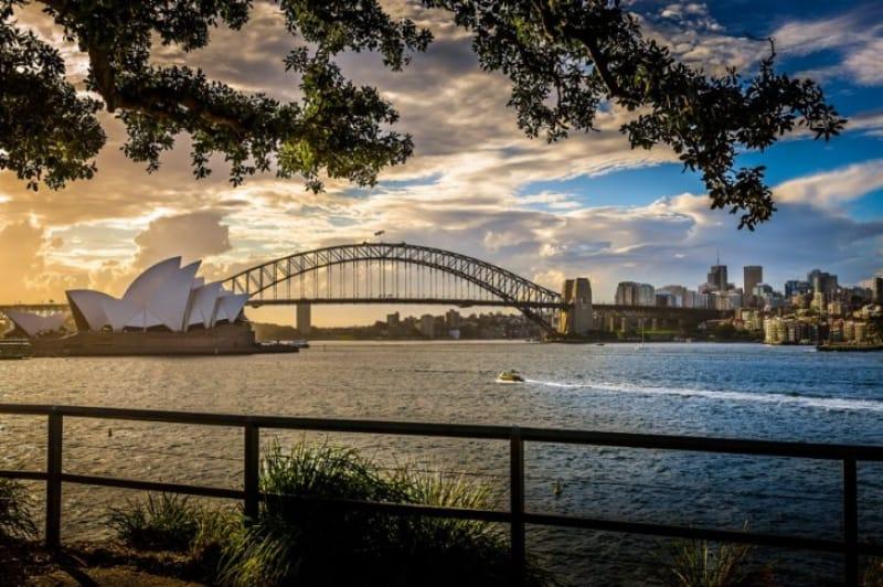 シドニーの象徴であるハーバーブリッジとオペラハウス