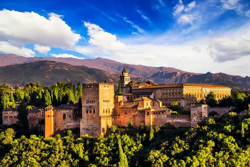 夏に訪れたい、グラナダのアルハンブラ宮殿