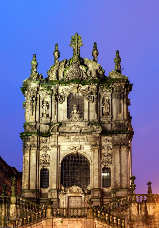 異世界への扉のように佇むクレゴリス教会