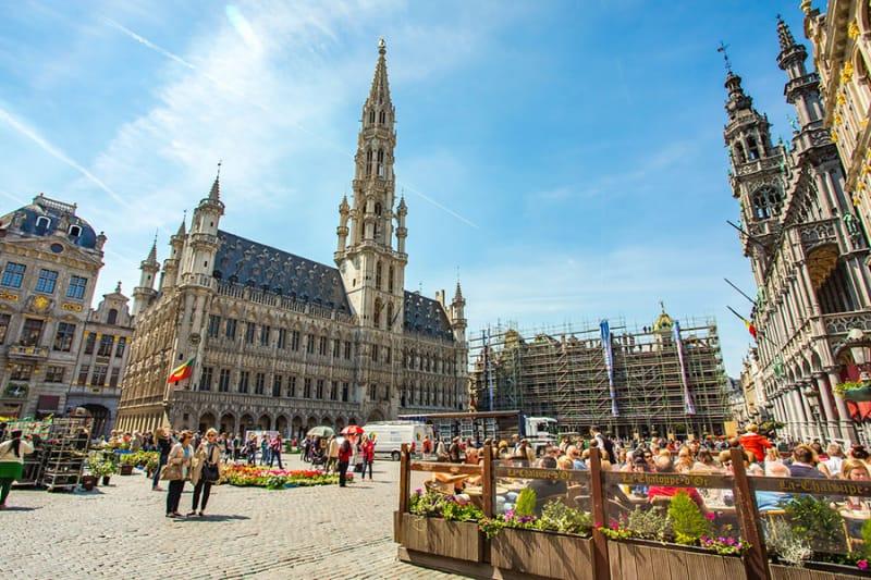 世界で最も美しい広場と称される「グラン・プラス」とは?