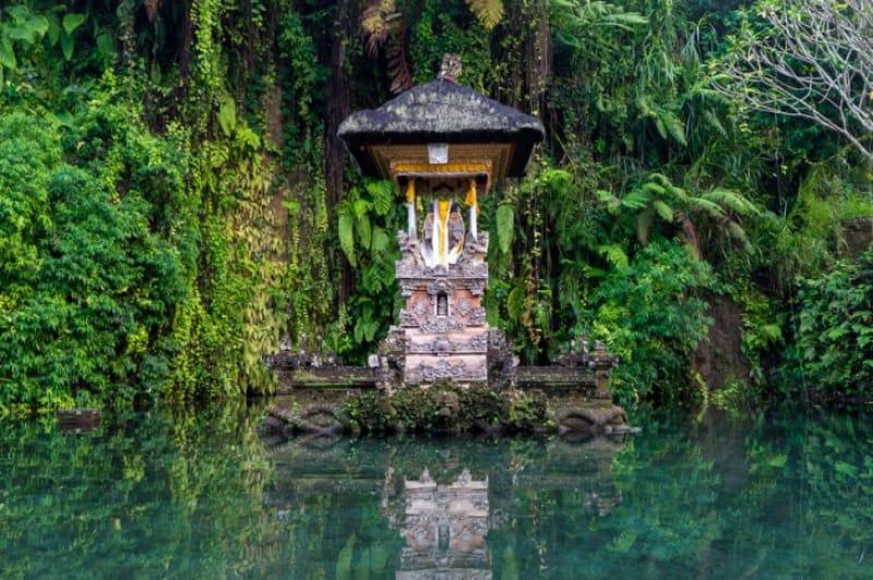 静かな時の流れるグヌンカウィ・スバトゥ寺院