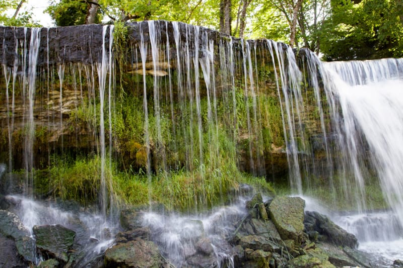豊かな水源がもたらす美しさ「ケイラ・ジョアの滝」