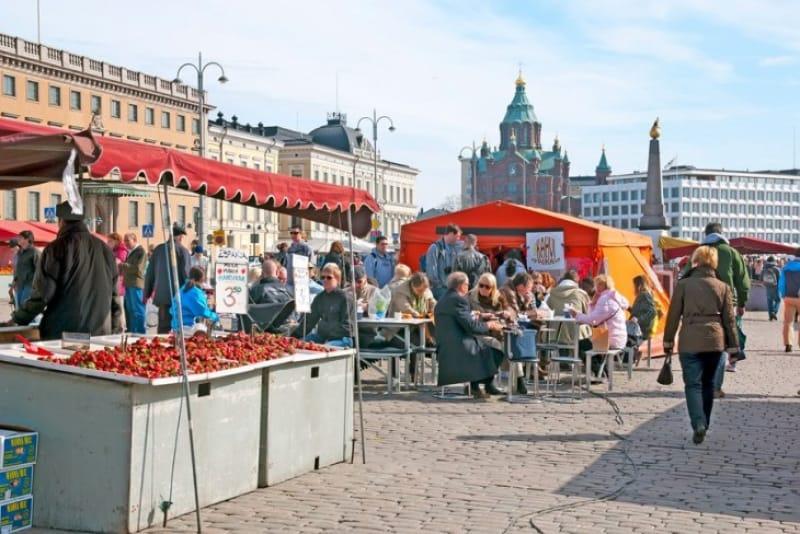 市民の台所として賑わうマーケット広場