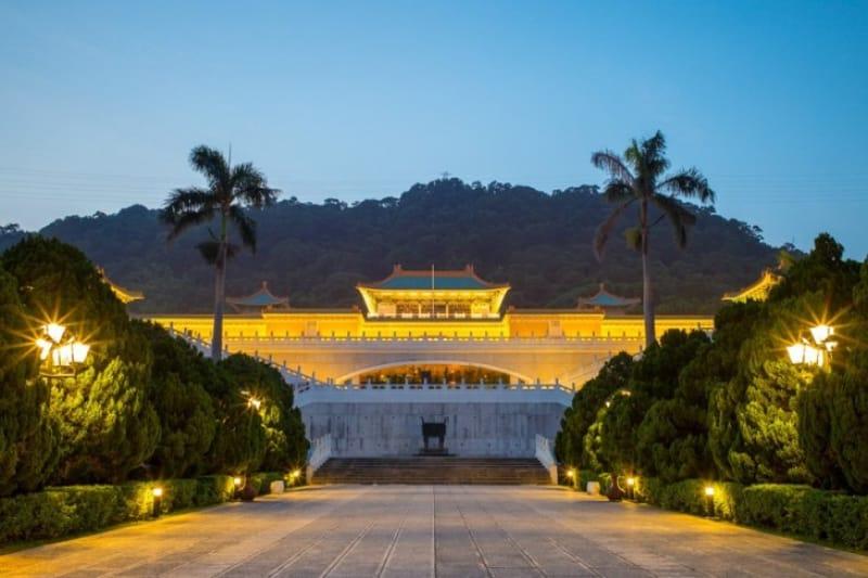 人で賑わう故宮博物院、ゆったり見られる時間は夕方!