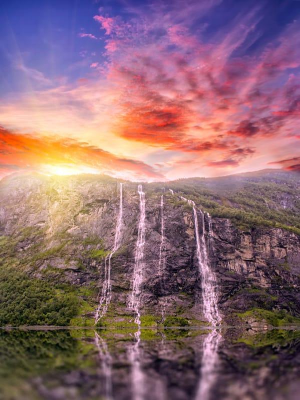 反対岸には「求婚者の滝」が!『七人姉妹の滝』