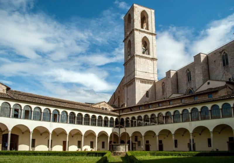 考古学博物館がある「サンドメニコ教会・博物館」