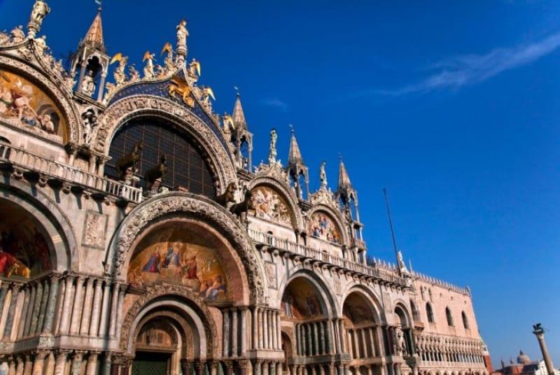 黄金で埋め尽くされた美しい堂内は必見「サン・マルコ寺院」