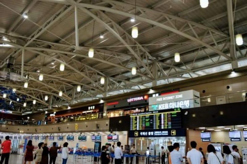 102046:17.釜山金海国際空港へ向かう