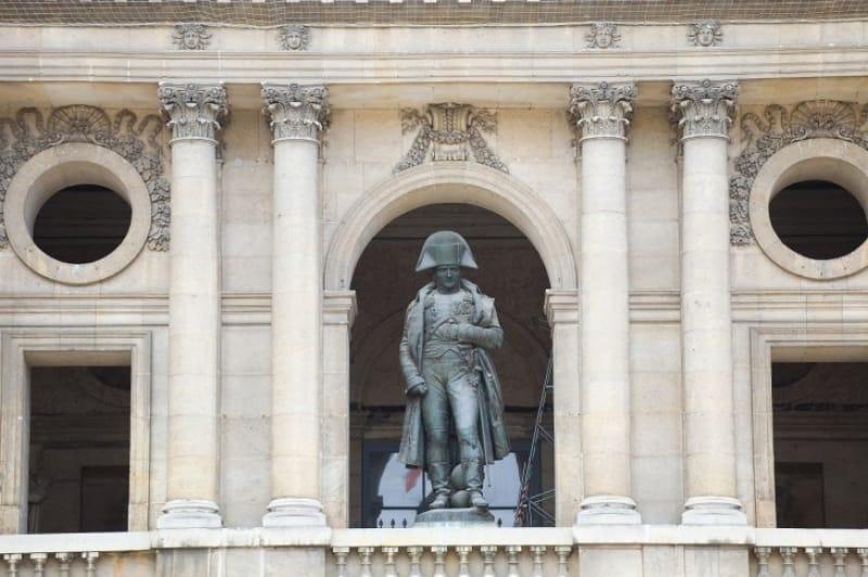 混乱の中から英雄視されたナポレオンの台頭