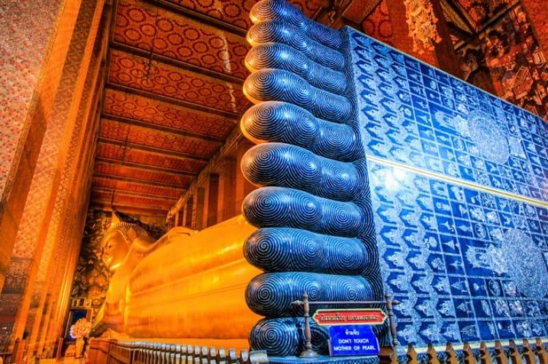 寝釈迦仏の偏平足の足の裏