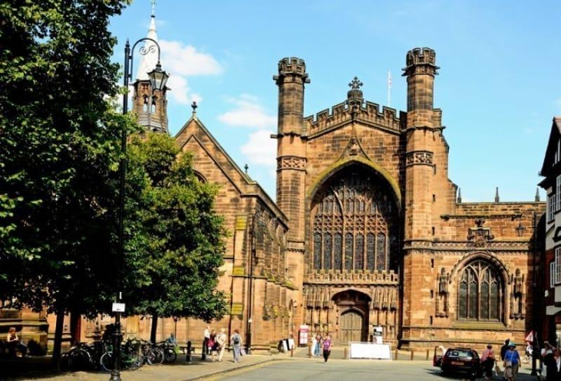 町のシンボル的存在のチェスター大聖堂