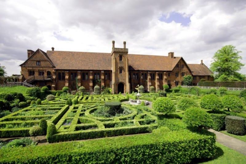 映画のロケ地として有名『ハットフィールド・ハウス(Hatfield House)』