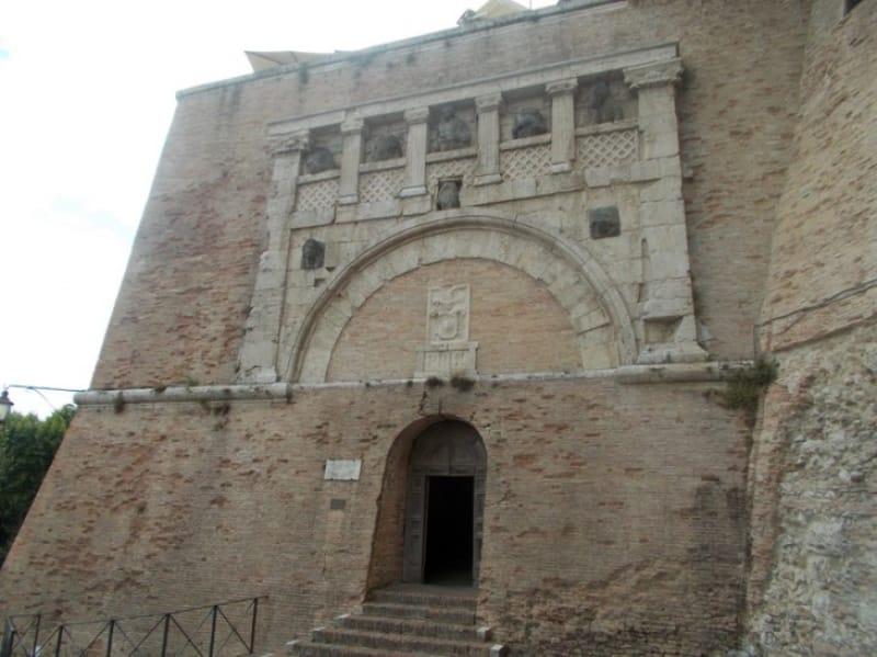要塞跡を利用した不思議な地下通路「ロッカパオリーナ」