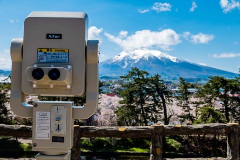 弘前公園から臨む岩木山