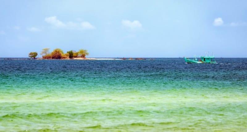 海の色が美しい カリアク島