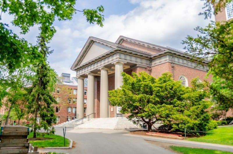 カレッジからユニバーシティへ変革を遂げるハーバード
