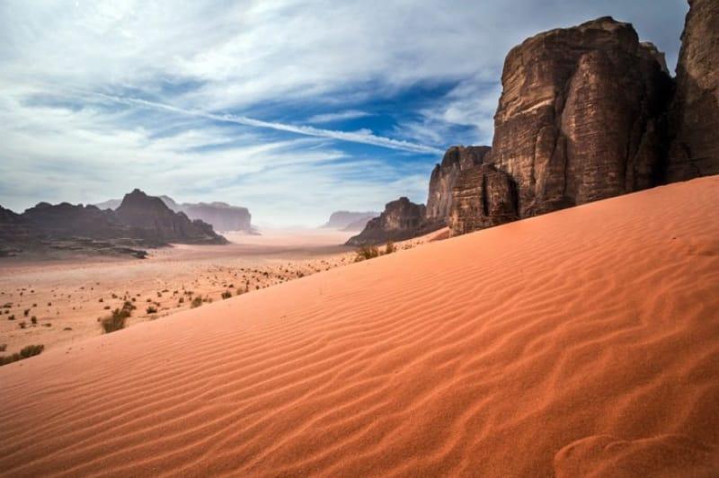 国土80%を占める広大な砂漠