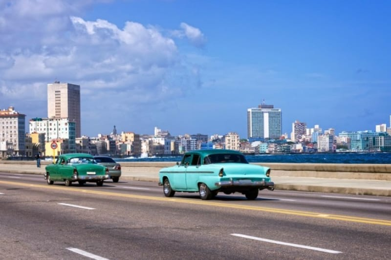 カリブ海に沿って続くマレコン通り