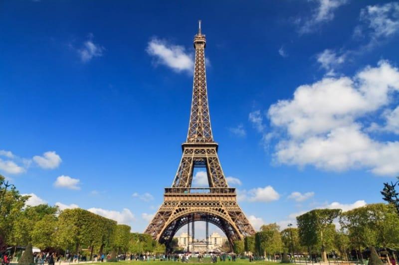 ご存知パリのシンボル エッフェル塔
