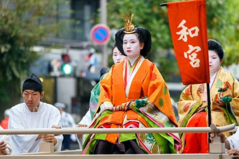 彩り豊かに歴史を再現 「時代祭り」