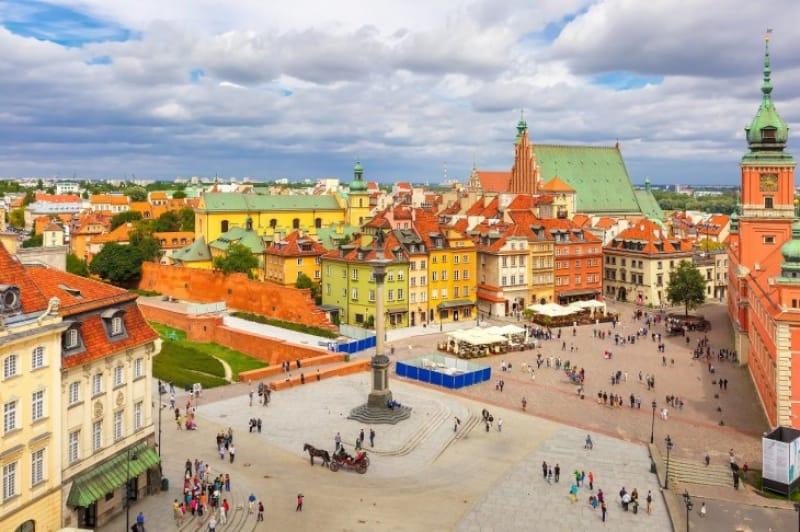 戦後市民の力で立ち直った首都!ワルシャワ歴史地区
