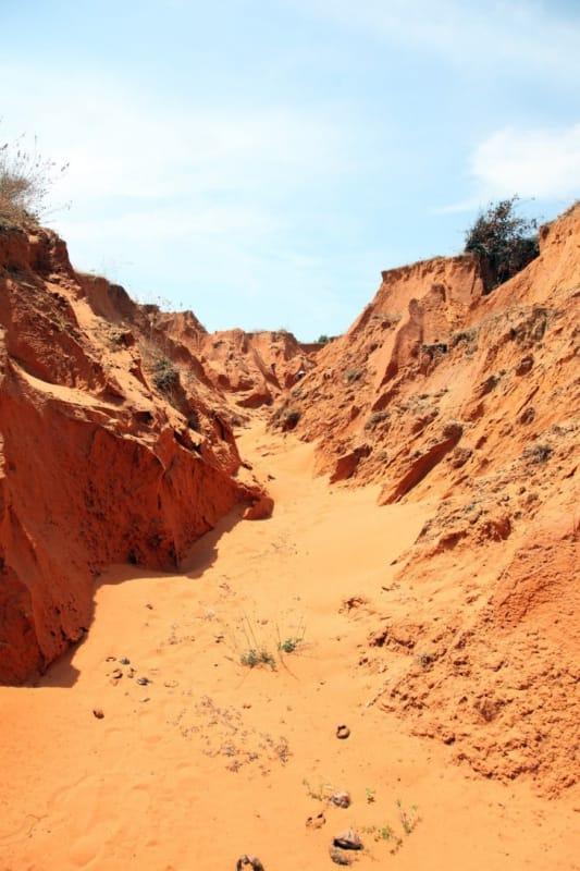レッド・キャニオンと呼ばれる赤土の谷