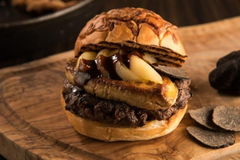 92225:こんなハンバーガー見たことない!贅を尽くした「トランプバーガー」