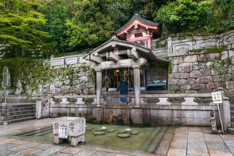 (6)清水寺の由来になった「音羽の瀧」