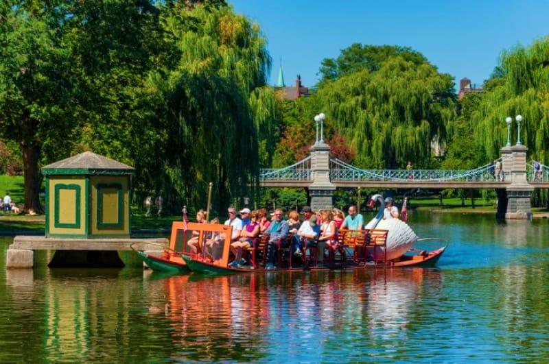 『ボストンコモン(パブリックガーデン)』で日本とはちょっと違うスワンボートに乗る