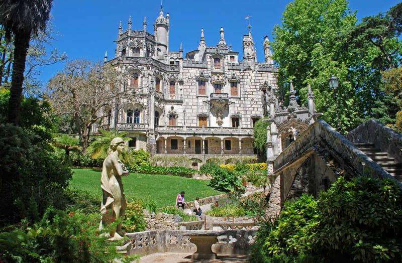 自然と共存する宮殿