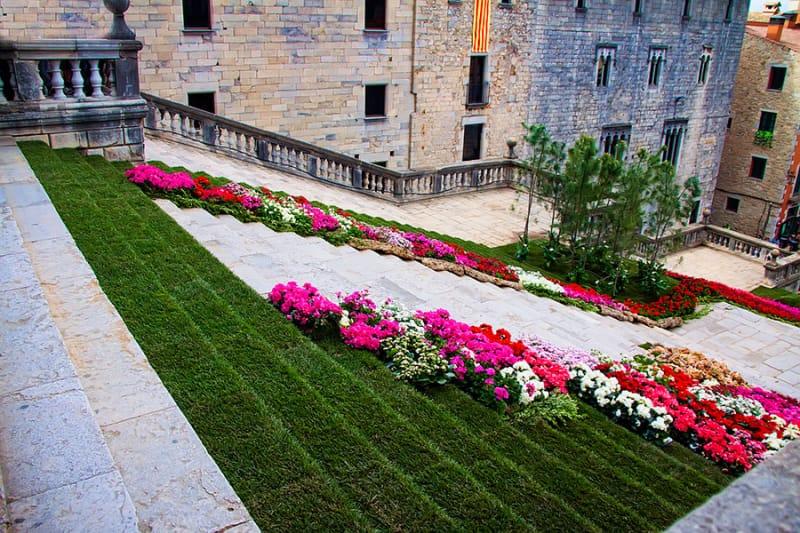初夏に訪れたい、ジローナの花祭り