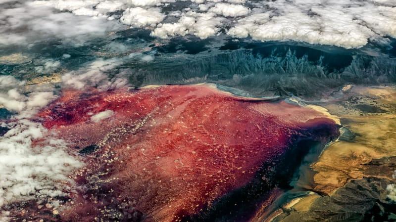 赤々とした炎の湖、ナトロン湖