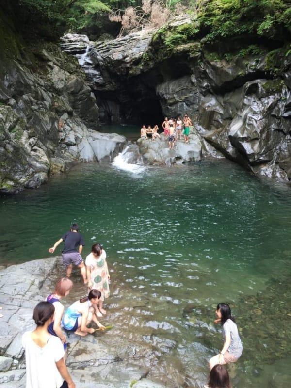 94237:滝で泳ぐのが地元流です