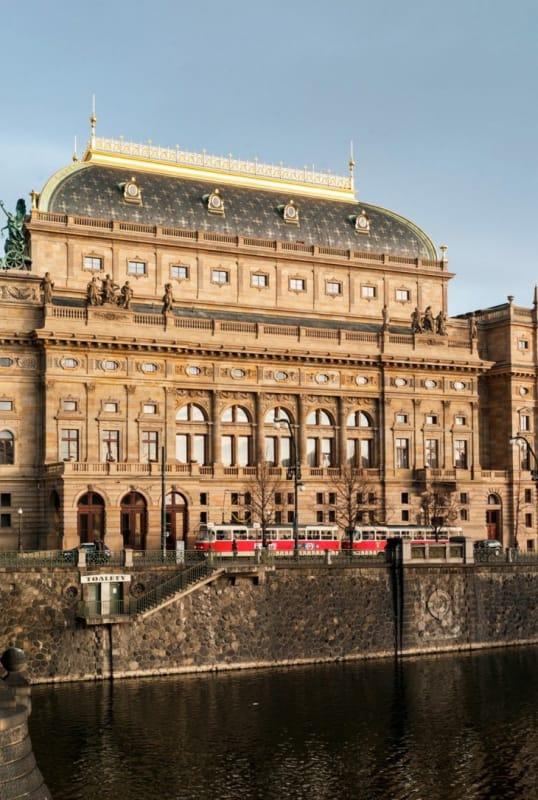 チェコの人々の想いから建てられた『国民劇場』