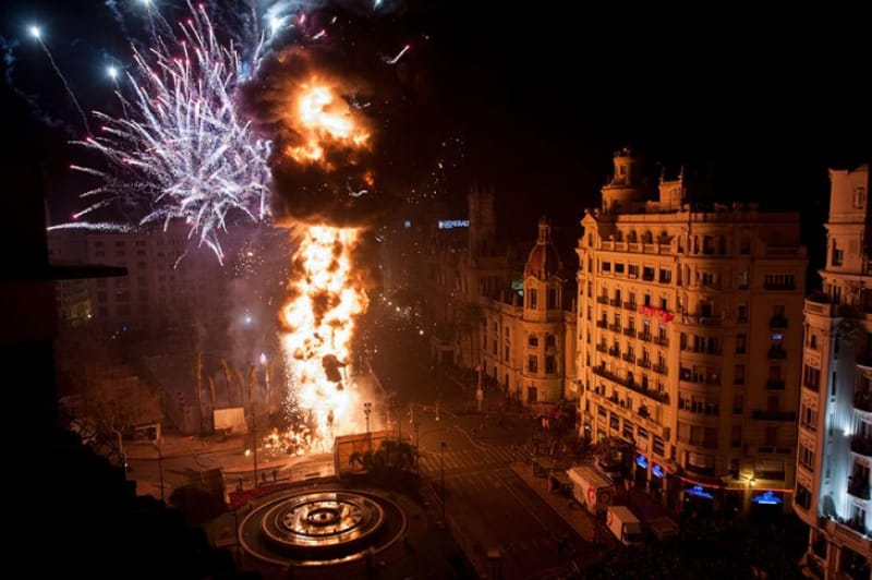 なぜ人は炎で騒ぐのか。バレンシアのファリャ(火祭り)