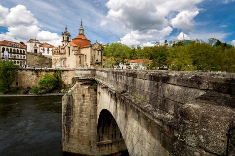縁結びの神様と美しい橋の街アマランテ