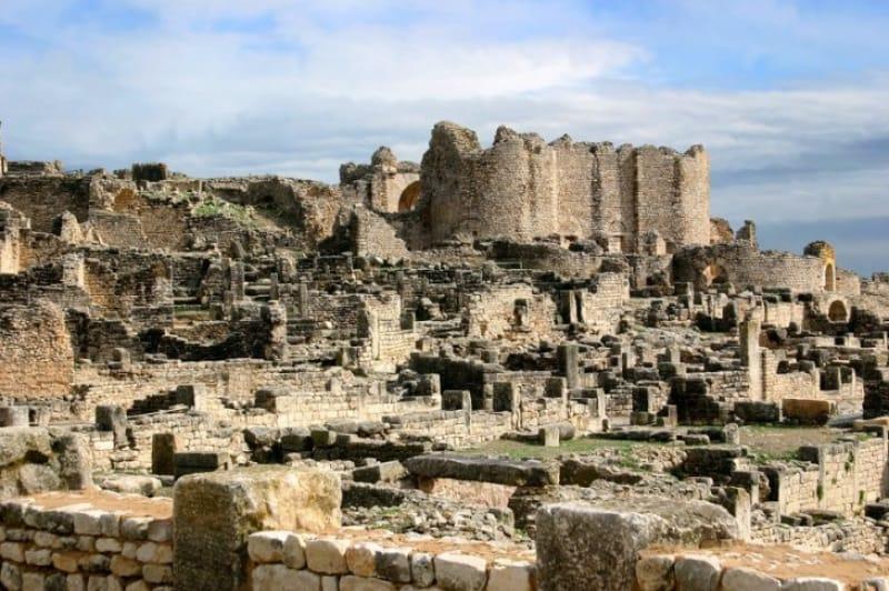 ローマ都市遺跡が残る街「デゥッガ」