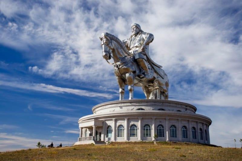 チンギスハーン騎馬像と複合施設でモンゴルの歴史を学ぼう