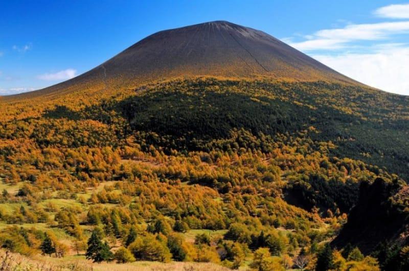 独立峰の活火山・浅間山
