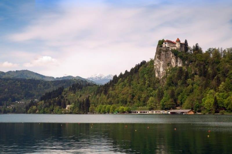 ブレッド城から湖の全景を眺めてみよう