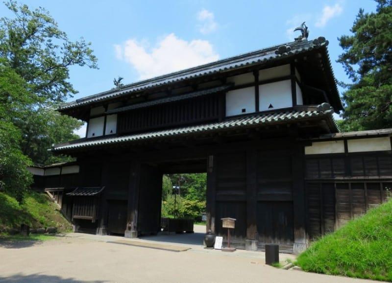 「弘前城」が築城から公園になるまで