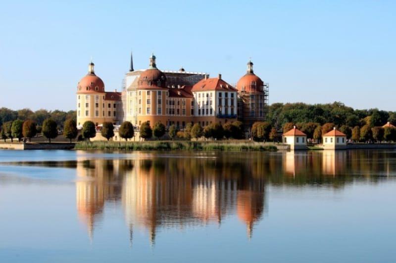 湖と森に囲まれたモーリッツブルク城