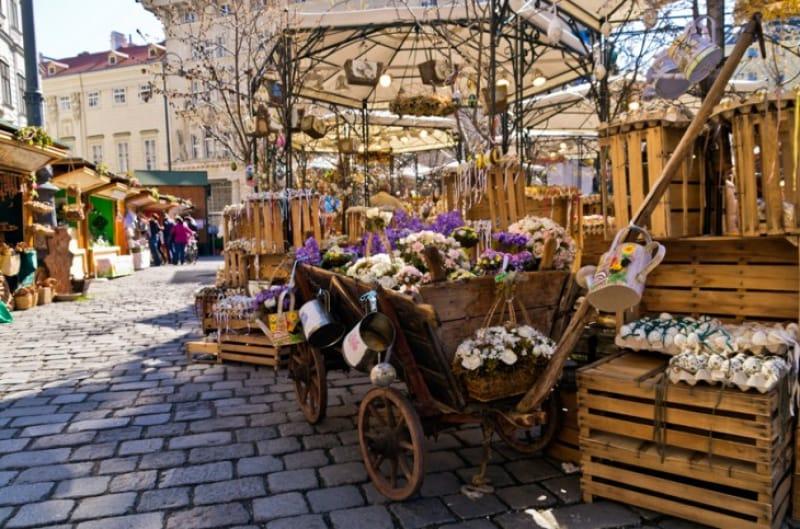 ウィーンの春は街中がタマゴに染まる