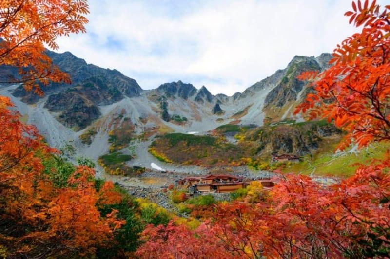 穂高連峰のベースキャンプ